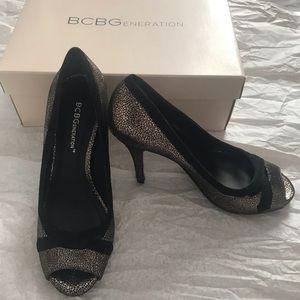 BCBGENERATION Women's 6M Cierra Peep Toe
